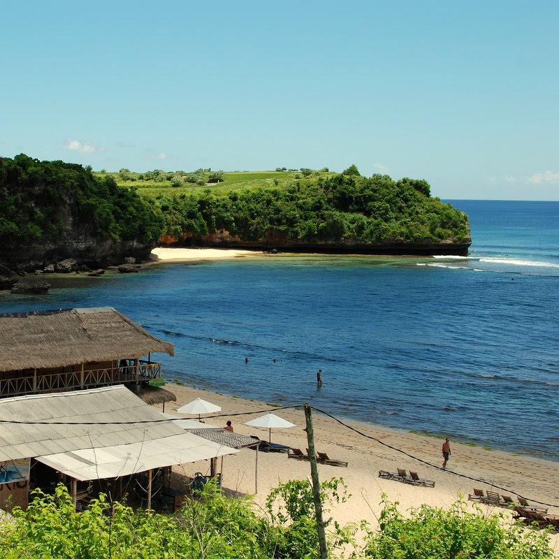bali balangan beach warung