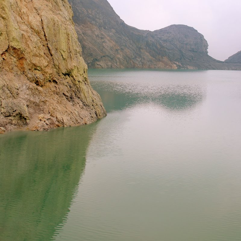volcanic crater lake, Ijen, Indonesia