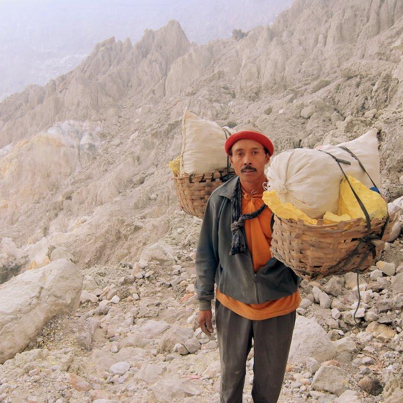 Indonesian sulphur miner