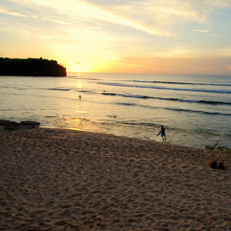 sunset balangan beach bali
