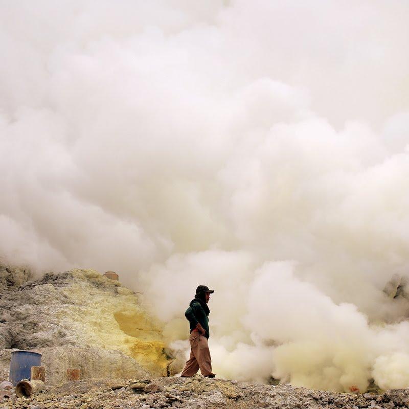 toxic smoke Ijen volcano Indonesia