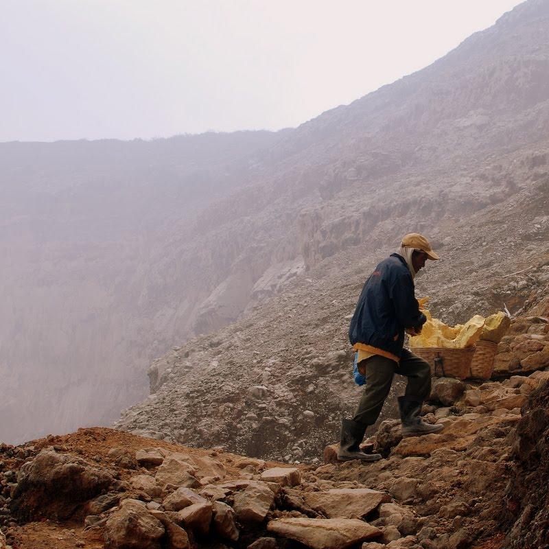 walking back up, Ijen crater volcano