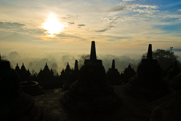 borobudur sunrise tour via hotel manohara
