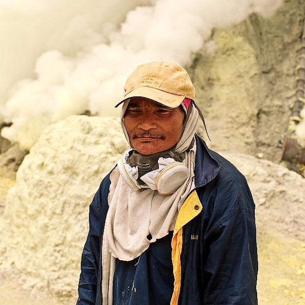 mount ijen indonesia kawah ijen volcano