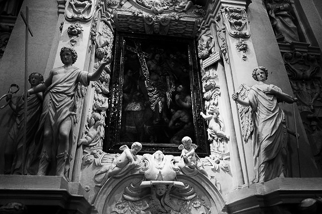 More figurines by Pietro Perti, at the Lithunian Church of St Peter and Paul in Vilnius.
