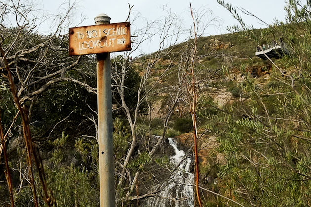 Old signpost - Lesmurdie Falls Lookout