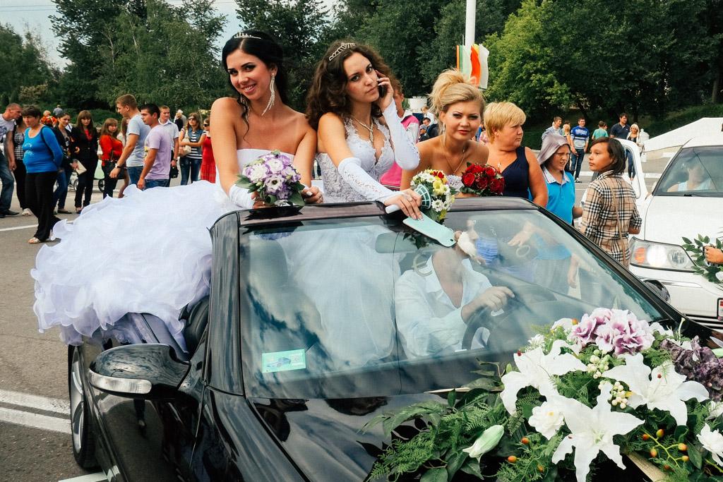 Not quite Russian brides. Tiraspol, Transnistria.